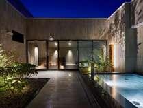 【天空露天風呂】<13F>最上階の露天風呂。開放的溢れる空間で星空を眺める癒しのひととき