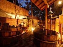 男女別浴場「緑風」の露天風呂は、源泉かけ流しの桶風呂です