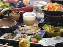 日本古来の3種の発酵食と地元の食材・朝手作り豆腐など「緑風健康朝食」をお愉しみ下さい