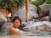 こぢんまりの岩風呂は源泉100%(湯量制限の為)混じりけのない源泉温泉をお愉しみ下さい