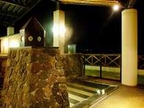 【灯台風呂】◆深夜の小さな灯台の光に照らされて幻想的な空間です。