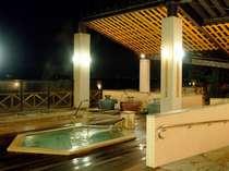 【六角風呂】◆夜の露天風呂。ゆったり寝湯でお疲れを癒して下さいませ。