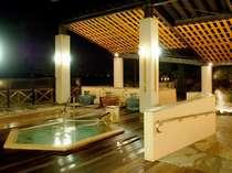 【湯多風多】夜の露天風呂 ≪六角風呂≫ゆったり寝湯でお疲れを癒して下さいませ。