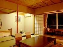 【ゆらら館和室】お部屋から一望できる柴山潟を眺めながらのんびりとお寛ぎくださいませ。