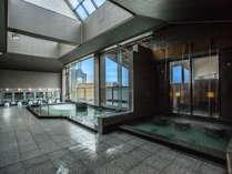 【夢湯パークの大浴場シ゛ャク゛シ゛ー風呂】湖に浮かぶエステ風呂です。