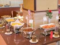 柴山潟が見渡せるレストラン「スターシップ」で和洋食の朝食バイキングをお楽しみください♪
