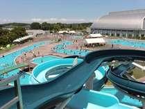 大人気の屋外プール(ウォータースライダー・流水プール・25mプール・ちびっこプール)