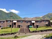 星生倶楽部中央階段三俣山と星生山を望めます。