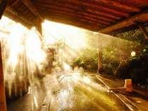 木漏れ日あふれる人気の貸切露天「母里の湯」
