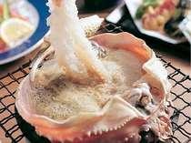 活松葉ガニの濃厚なカニみそが良~い具合に煮詰まってきたら…贅沢にカニ刺しをくぐらせて…堪りません。