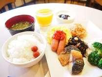 【朝食】炊き立ての新米と金賞受賞の玉子の組み合わせは間違いなく美味しいです!