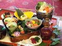 ご昼食の会席膳の一例。※仕入れ状況により、お料理の内容が異なる場合がございます。