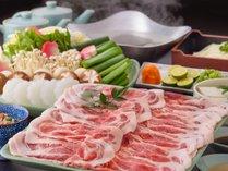 【人気の夕食】京丹波産の豚シャブを自家製のポン酢とゴマダレで。にんにくの効いたゴマダレが人気です!