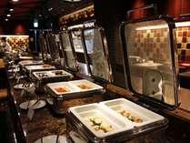 【ラジョウ・朝食バイキング】王道メニューをはじめ、旬の食材を使用した和洋惣菜が並びます。