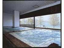 びわ湖一望の温泉大浴場 男性大浴場『さざなみの湯』