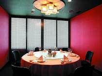 中国料理「豊華楼」の個室 赤色の壁が食欲をさそう♪