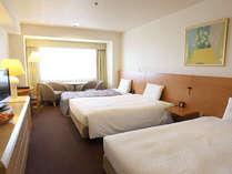 ■スーペリアトリプル一例■140cm幅のベッド2台、90cm幅のエキストラベッド1台