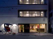 **【外観】人力車に乗ってホテルまでお越しいただくこともできます。浅草ならではの体験はいかがですか?