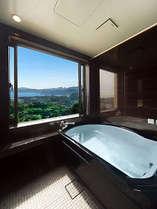 最上階特別室。開放感たっぷり!半露天のジャグジー風呂(昼バージョン)