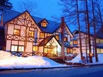 *[外観/冬の夜]雪が似合う木組みの外観♪全23室の小さなホテル