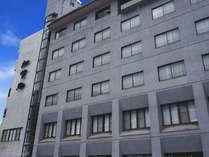 加水無しの源泉掛け流しの温泉宿「ホテル加賀助」の外観です。