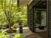 和の粋と季節の移ろい。日本らしさを凝縮したエントランス。