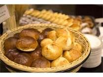 種類豊富な自家製焼きたてパン!