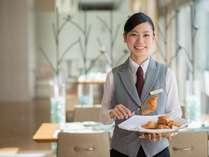 【北の彩り朝食ブッフェ】焼きたてのふわふわクロワッサンをテーブルまでお届けいたします(約20分間隔)