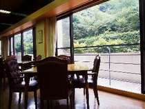 雰囲気の良い館内レストラン