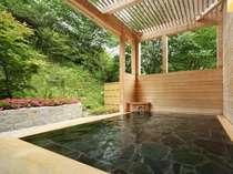 露天風呂や大浴場で由加の温泉をお愉しみ下さい。