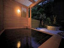 解放感のある大浴場の露天風呂