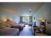 ゆっくりしたツインルームです。由加さんの四季の景色がご覧頂けます。