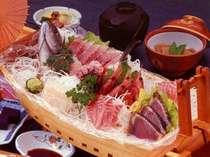 西伊豆近海で獲れた新鮮な魚介の舟盛り