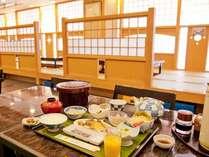 朝食は一日の元気の源。御飯もおかわりOK!たくさん召し上がって下さいね☆(一例)
