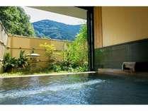 時には外を眺めながら自分だけの空間で温泉をどうぞ。
