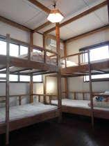 2階の個室2段ベッドが2つのお部屋。3-4名様でお使いいただけます。