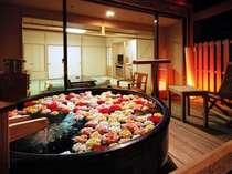 露天風呂付客室の部屋露天風呂にバラ(有料・3900円税別)※8日前迄事前予約※画像はイメージです