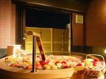 貸切風呂桶の湯バラ風呂(有料・8日前までの要事前予約・時間は到着時以降受付)※画像はイメージです