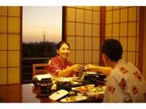 料亭個室での夕食(イス・テーブル席の一例)
