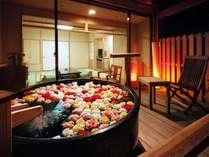 部屋露天風呂にバラをご用意(8日前迄予約・季節・仕入により花が変更になる場合有/※画像はイメージ)