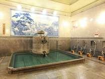 道後温泉本館1階「神の湯」湯釜 当館からボンネットバスで無料送迎.