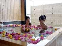 貸切バラ風呂一例(8日前までの要事前予約・追加料金要・時間は到着時以降受付)