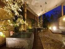 露天風呂「ゆのね」左の湯。朝夕の男女入れ替え制で、趣の違う湯をご堪能ください。