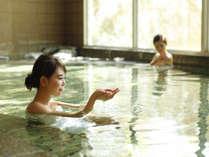 日々の疲れを忘れさせてくれる豊かな湯。広々とした浴場には、サウナやジャグジーもご用意しております。