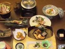 スタンダード会席です。アマゴのお造り、山菜や茸、ジビエ等森の恵みのおすすめコースです。