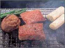 焼物はお客様の目の前ので炭火で焼き上げます。希少な但馬玄や旬魚をお楽しみください