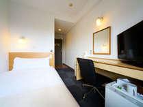 115cmのワイドシングルベッド使用。照明もお休みモードでぐっすりお休みください。