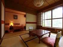 8畳+ベット2台の和洋室