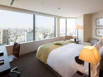 【プレミアダブル】大きな窓からパノラミックな景観をお愉しみいただけます。