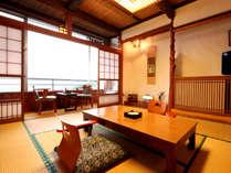 【客室一例】三河湾を一望できる純和室です。館内は季節の草花で彩っております♪